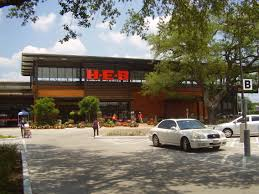 HEB store front 2